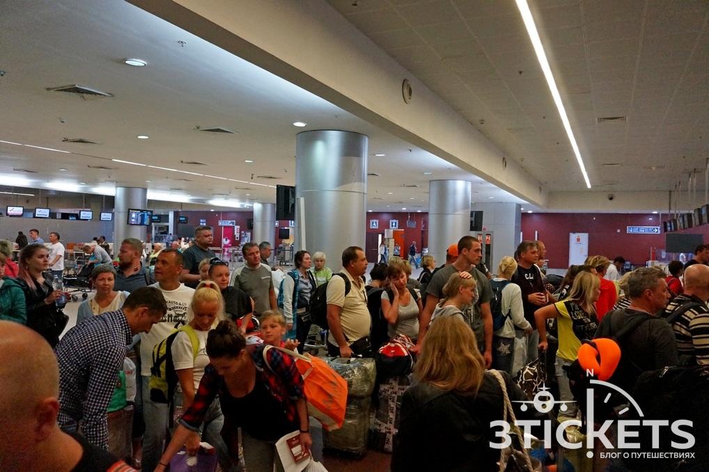 Аэропорт Даболим, очередь на регистрацию