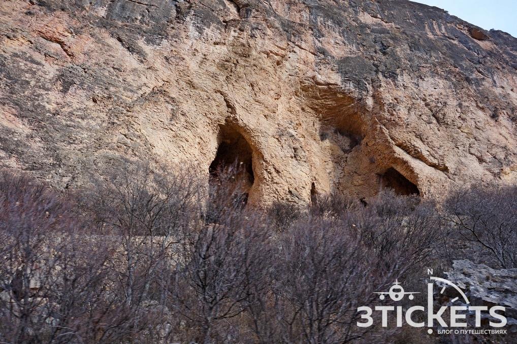 Монастырь Нораванк в Армении: красный каньон