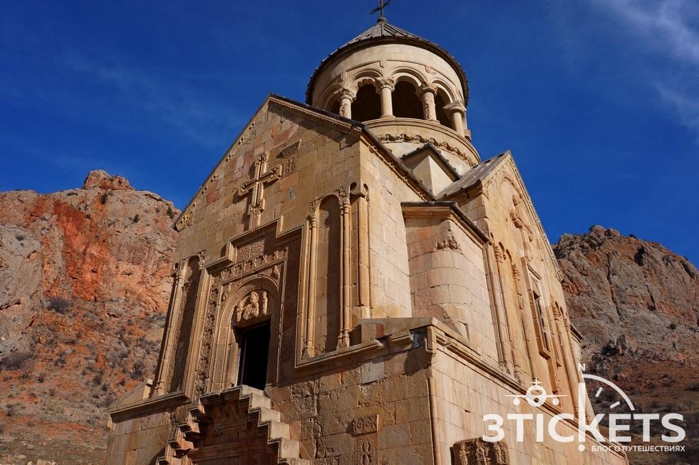 Монастырь Нораванк в Армении: Сурб Аствацацин