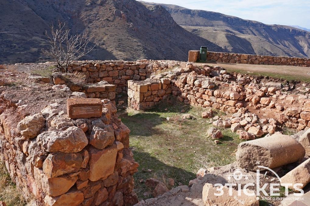 Монастырь Нораванк в Армении: руины