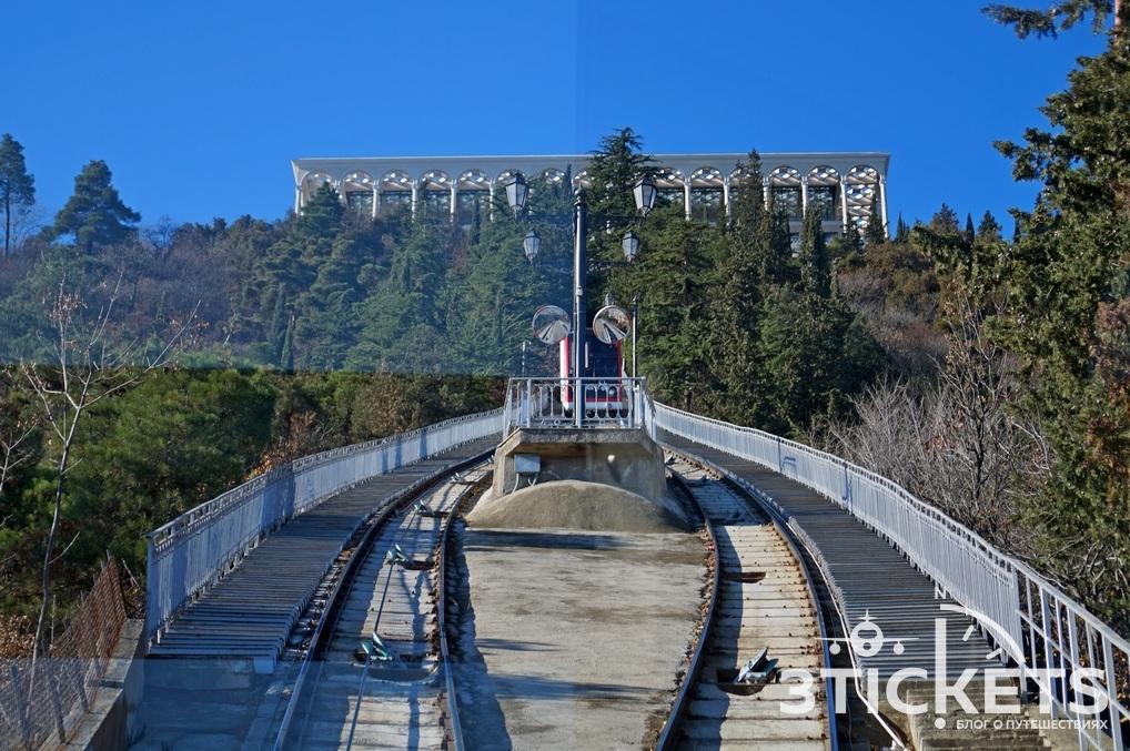 Гора Мтацминда в Тбилиси: фуникулер