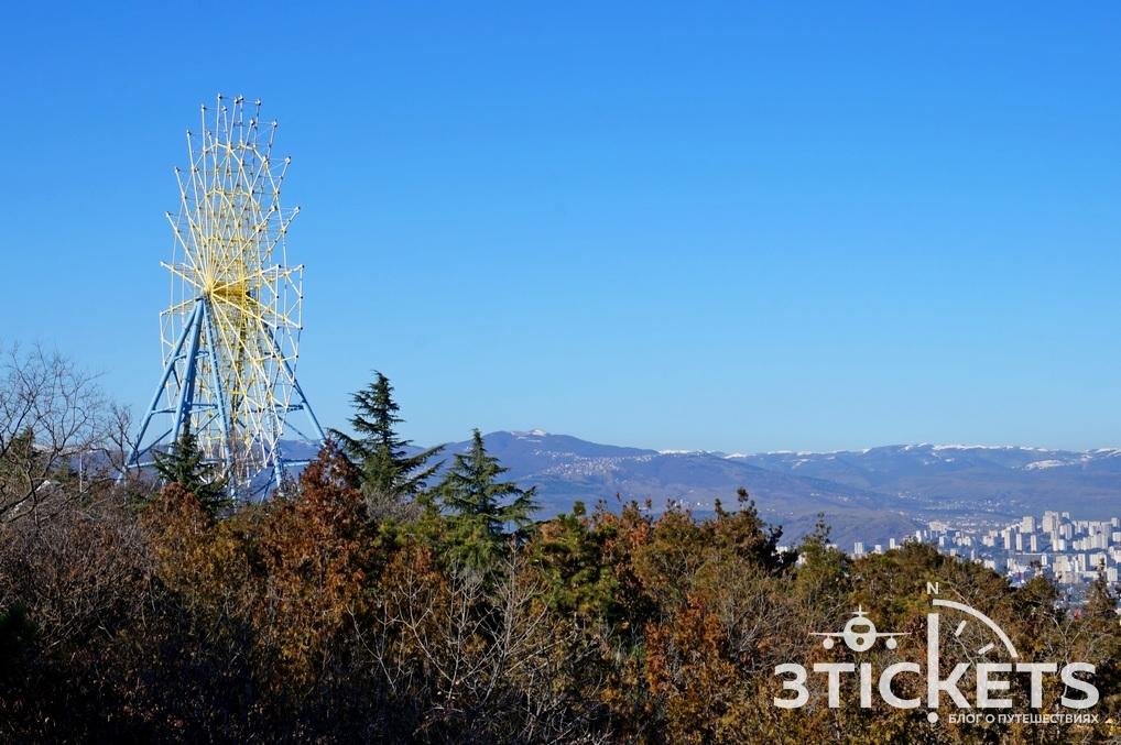 Бомбора парк и колесо обозрения в Тбилиси