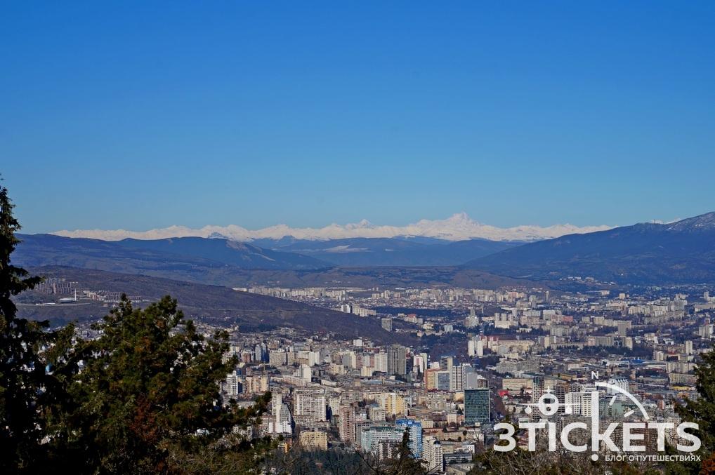 Гора Мтацминда в Тбилиси