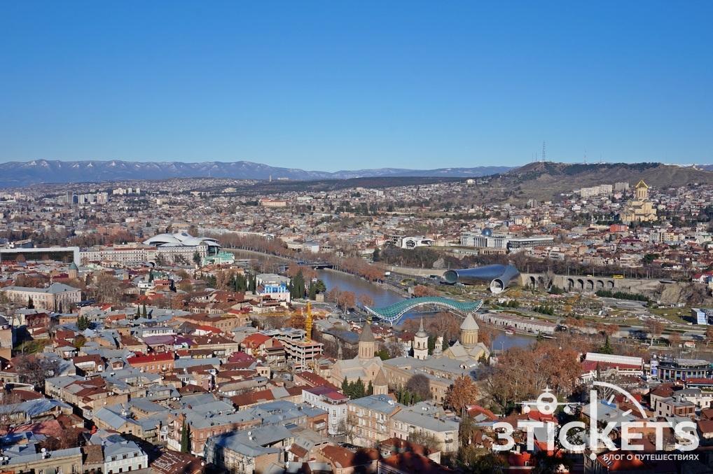 Вид на Тбилиси с крепости Нарикала