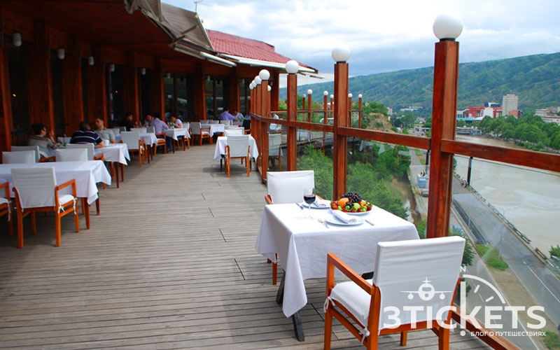 Ресторан в тени Метехи, Тбилиси