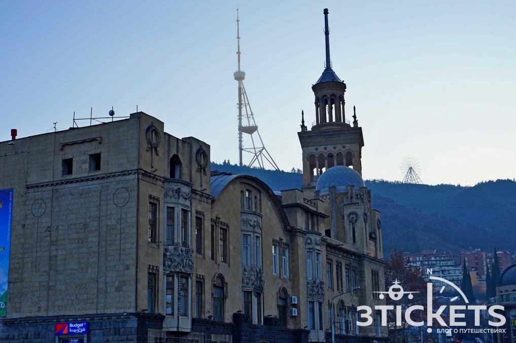 Телевышка на горе Мтацминда в Тбилиси