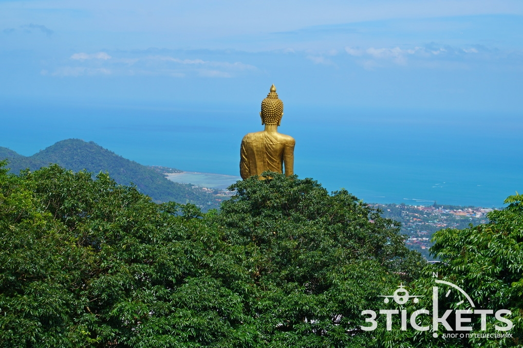 Большой стоящий Будда нагоре (Buddha Teepangkorn) на Самуи