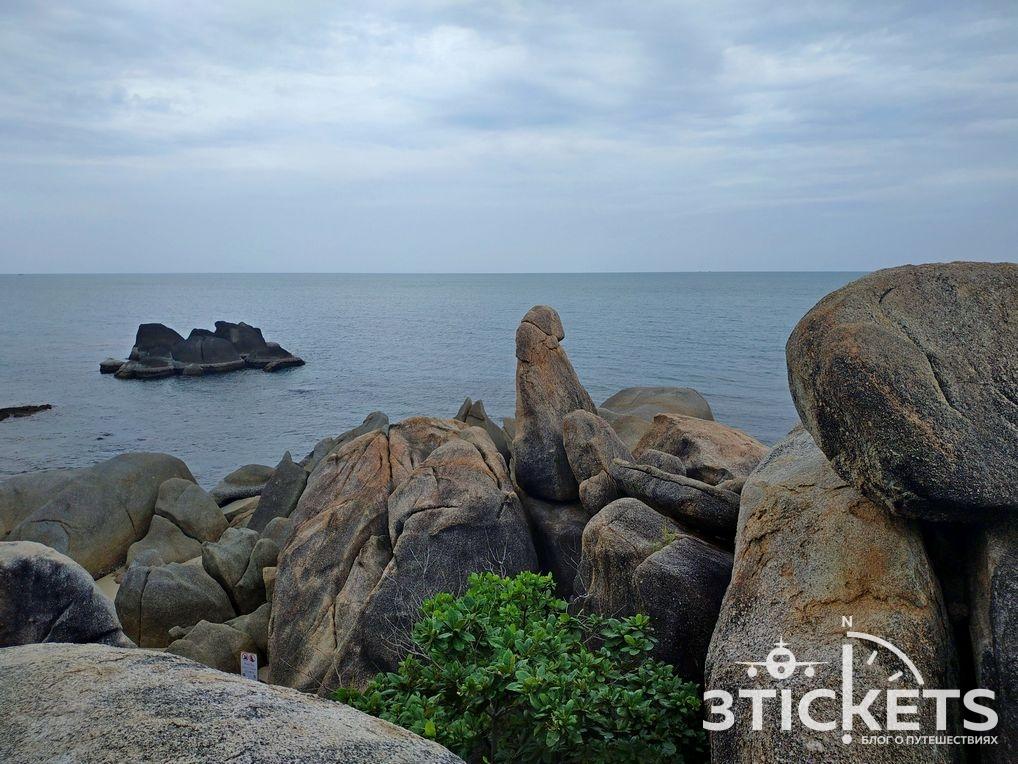 Достопримечательности Самуи: камни Бабушка и Дедушка на пляже Ламаи