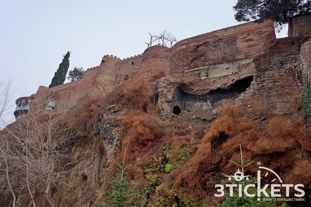 Руины в центре Тбилиси
