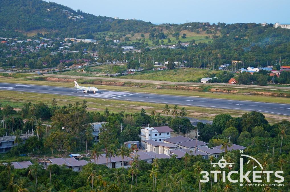 Самолет взлетает с острова