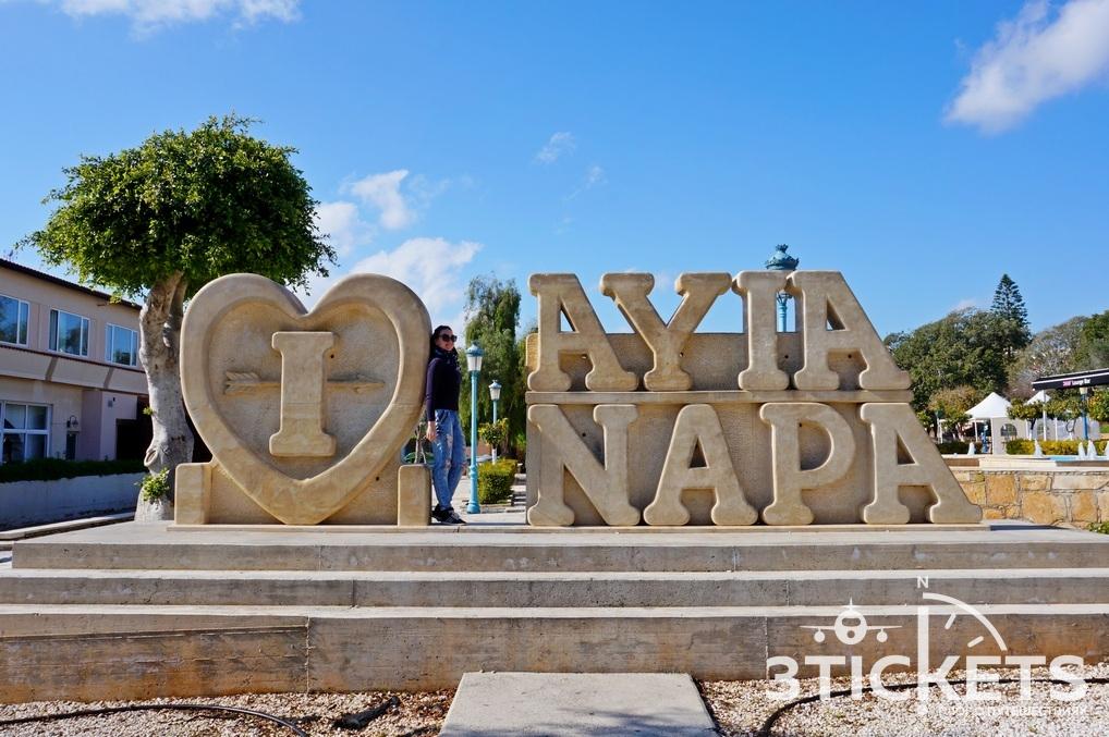 центральная площадь Айя-Напы на Кипре