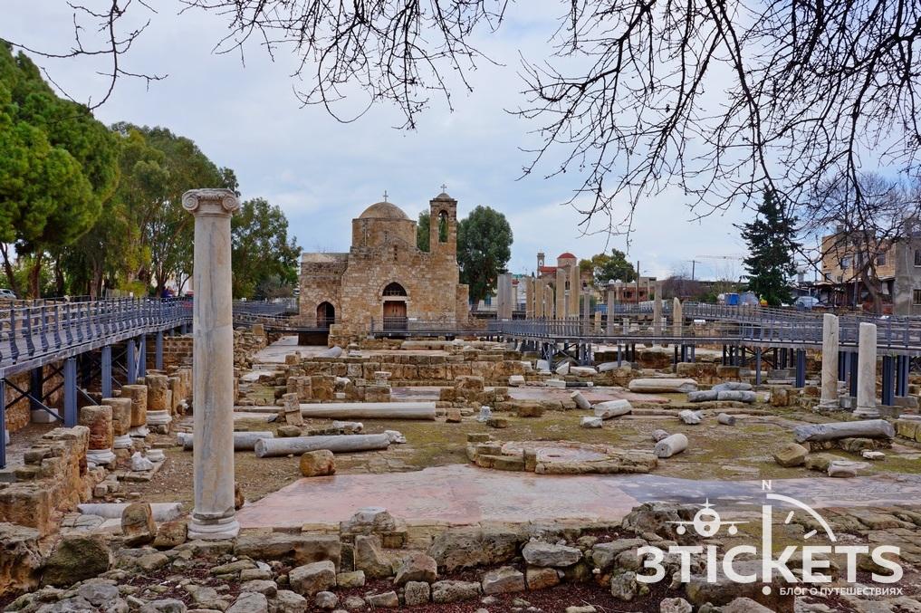 Церковь Хрисополитисса и колонна Св. Павла