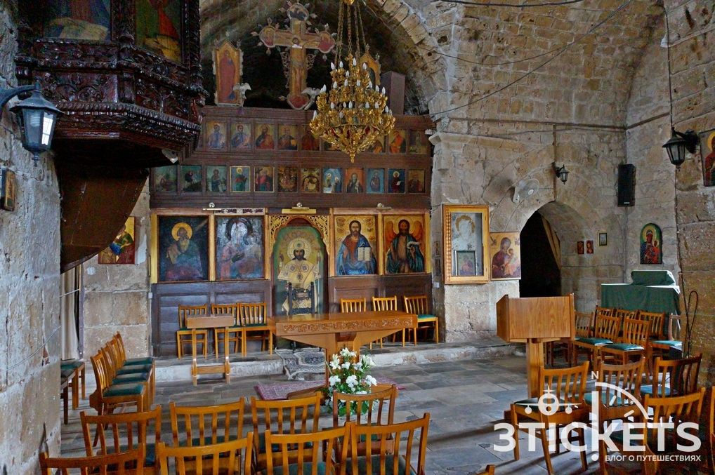 Церковь Хрисополитисса и колонна Св. Павла в пафосе