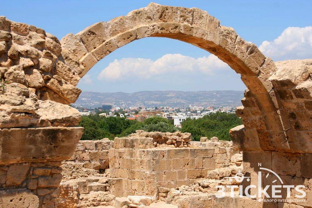 Замок Саранта Колонес: достопримечательности Пафоса