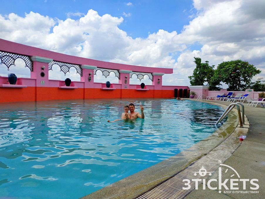 Отель и смотровая площадка Байок Скай в Бангкоке: бассейн