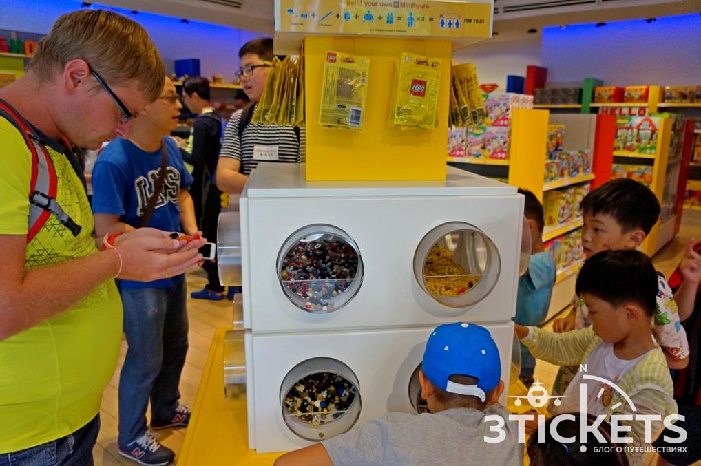 Ванин улов из самого большого Лего-магазина Азии: