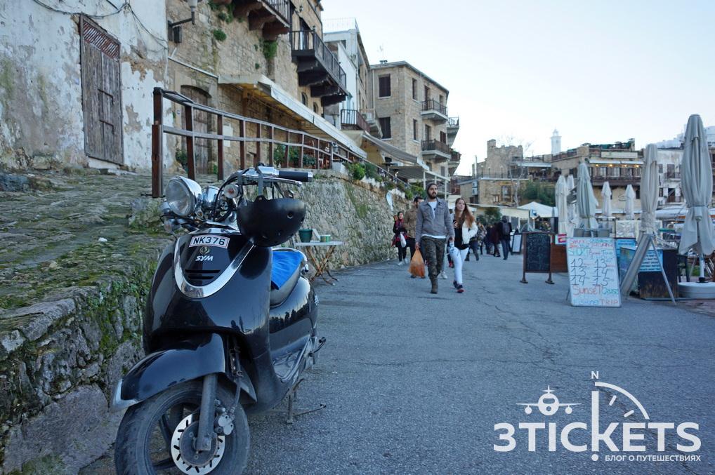 Город Кирения (Гирне) на Северном Кипре: набережная